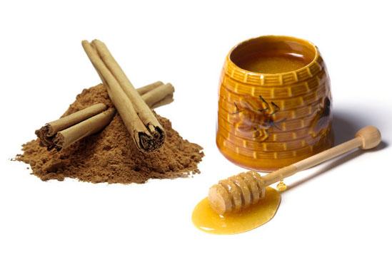 Honey pot and dipper.